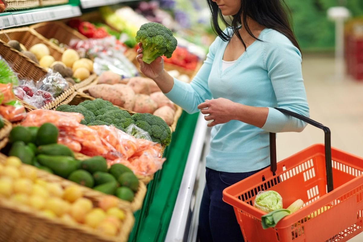 7 tips for grocery shopping on a diet