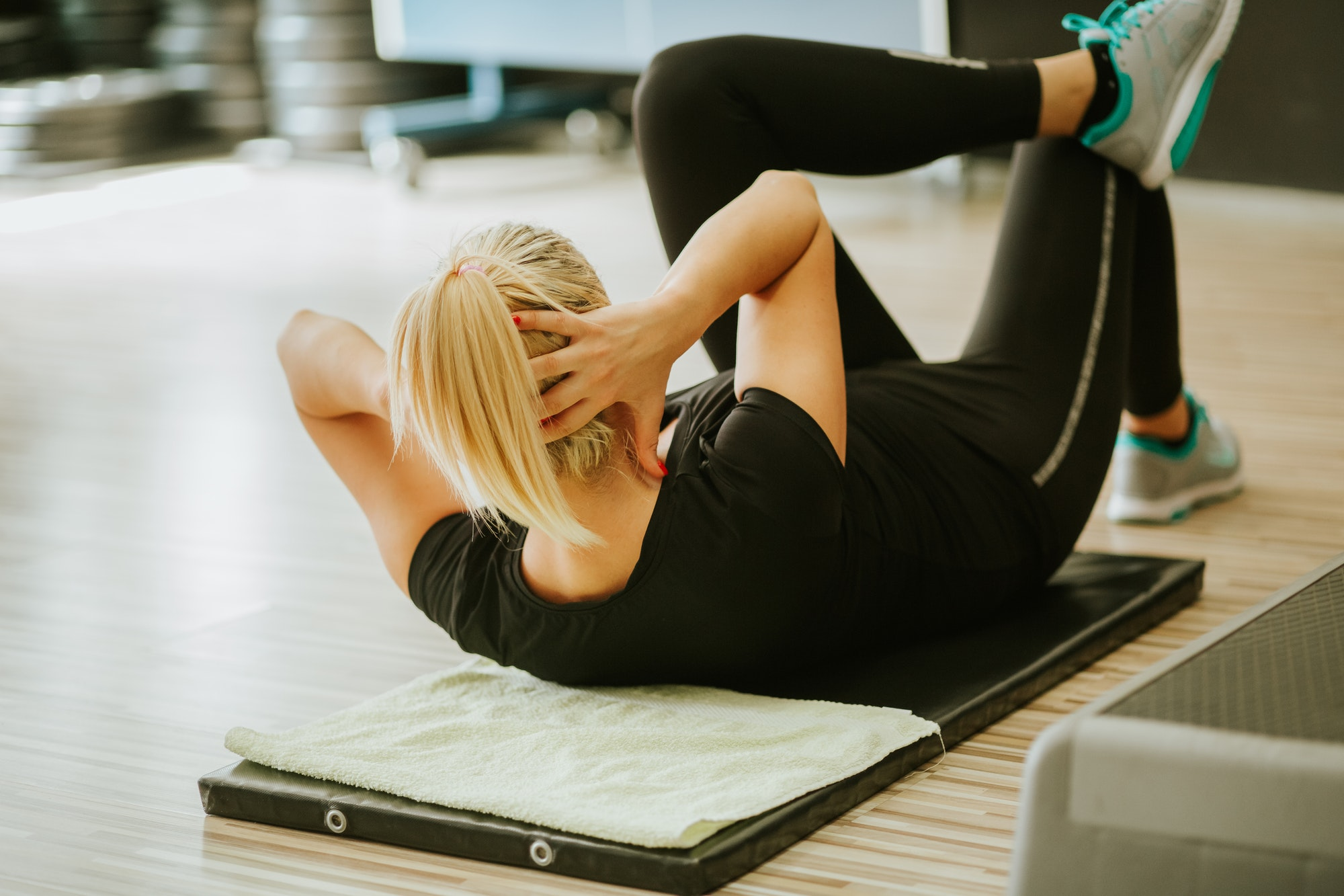 woman abs work out in gym